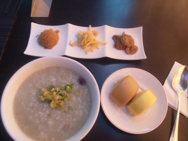 台湾のピータン粥
