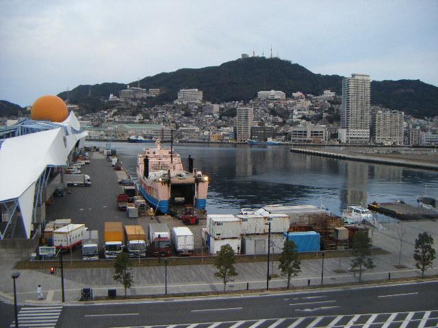 朝の長崎港