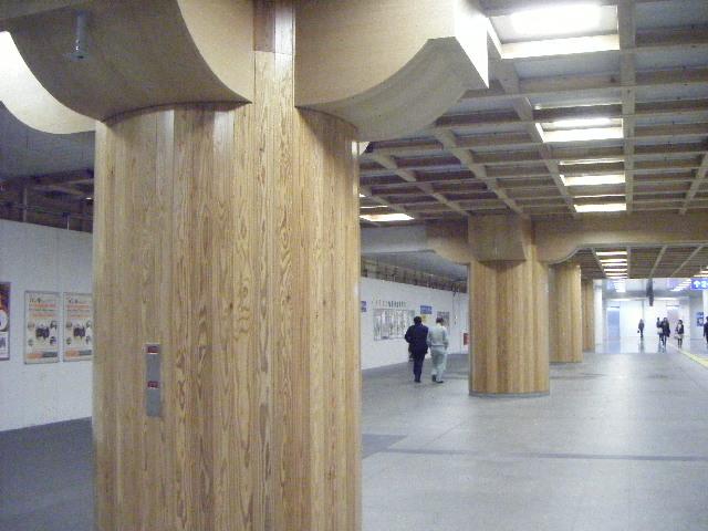 JR奈良駅は木の香り