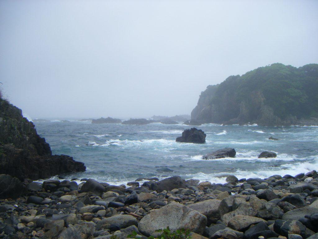 雨の足摺岬