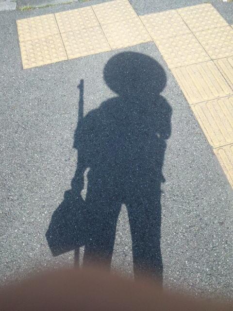 お遍路中の自分の影
