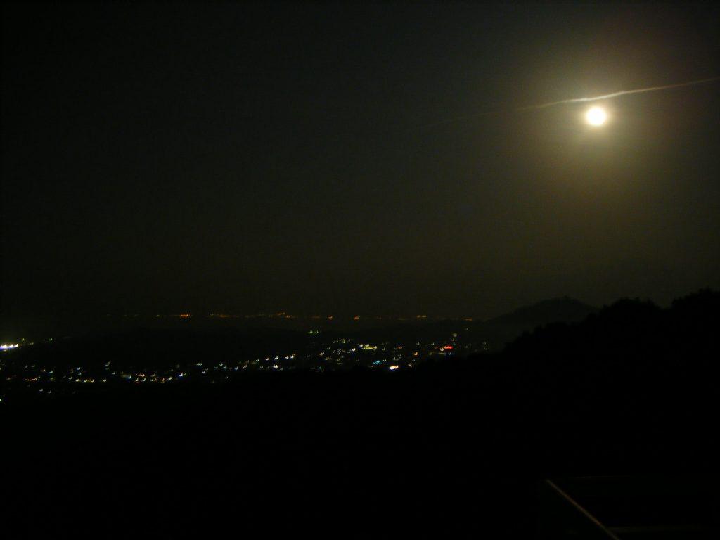 58番仙遊寺宿坊から見えた満月