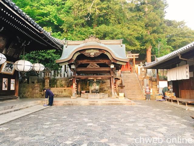 夕方の東大寺二月堂