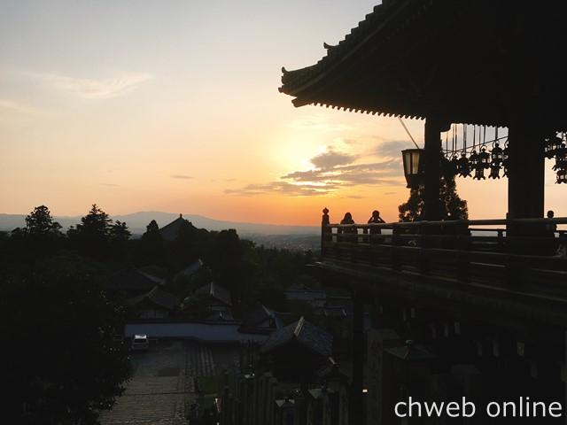 東大寺二月堂の夕陽
