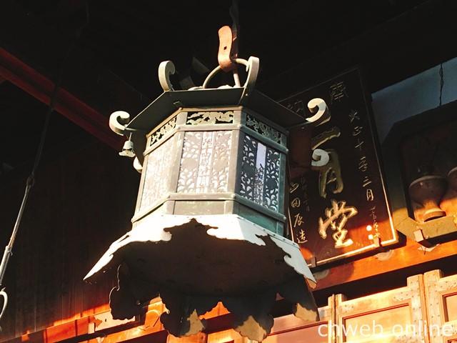 夕陽を浴びる東大寺二月堂