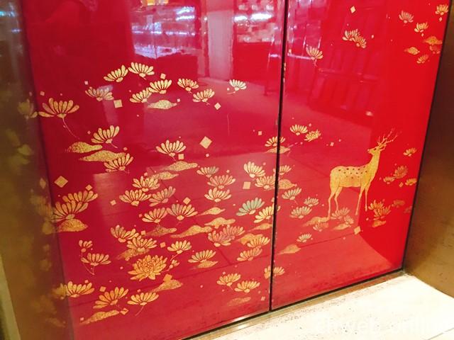奈良ロイヤルホテル エレベーター 蒔絵風の鹿