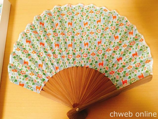 日本市宝物紋 扇子ホタテ形 縹地唐草の鹿