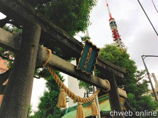 幸稲荷神社の鳥居越しに見える東京タワー