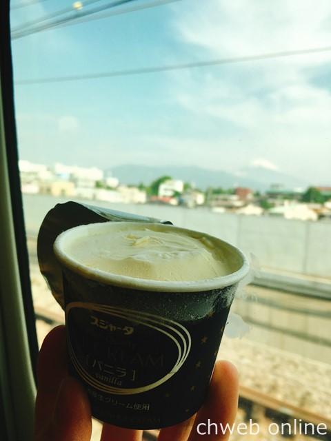 富士山とシンカンセンスゴイカタイアイス