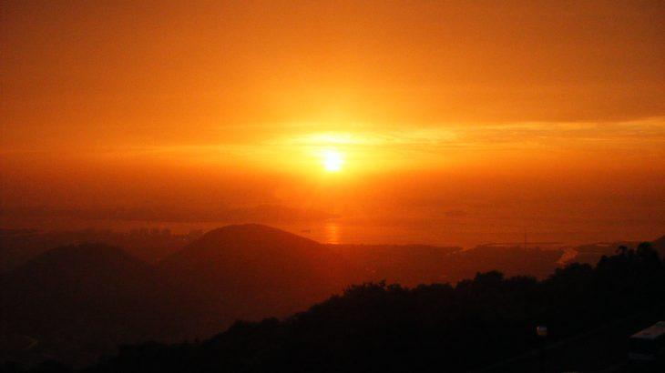 かんぽの宿坂出から見えた夕陽(瀬戸内海)
