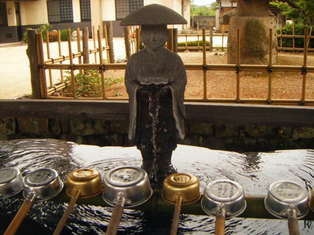 83番一宮寺御手水