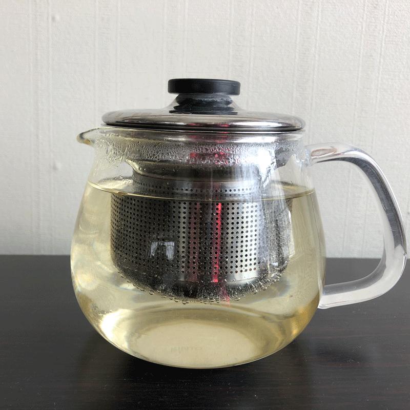 ルピシア台湾烏龍茶冬摘み一煎めを淹れているところ